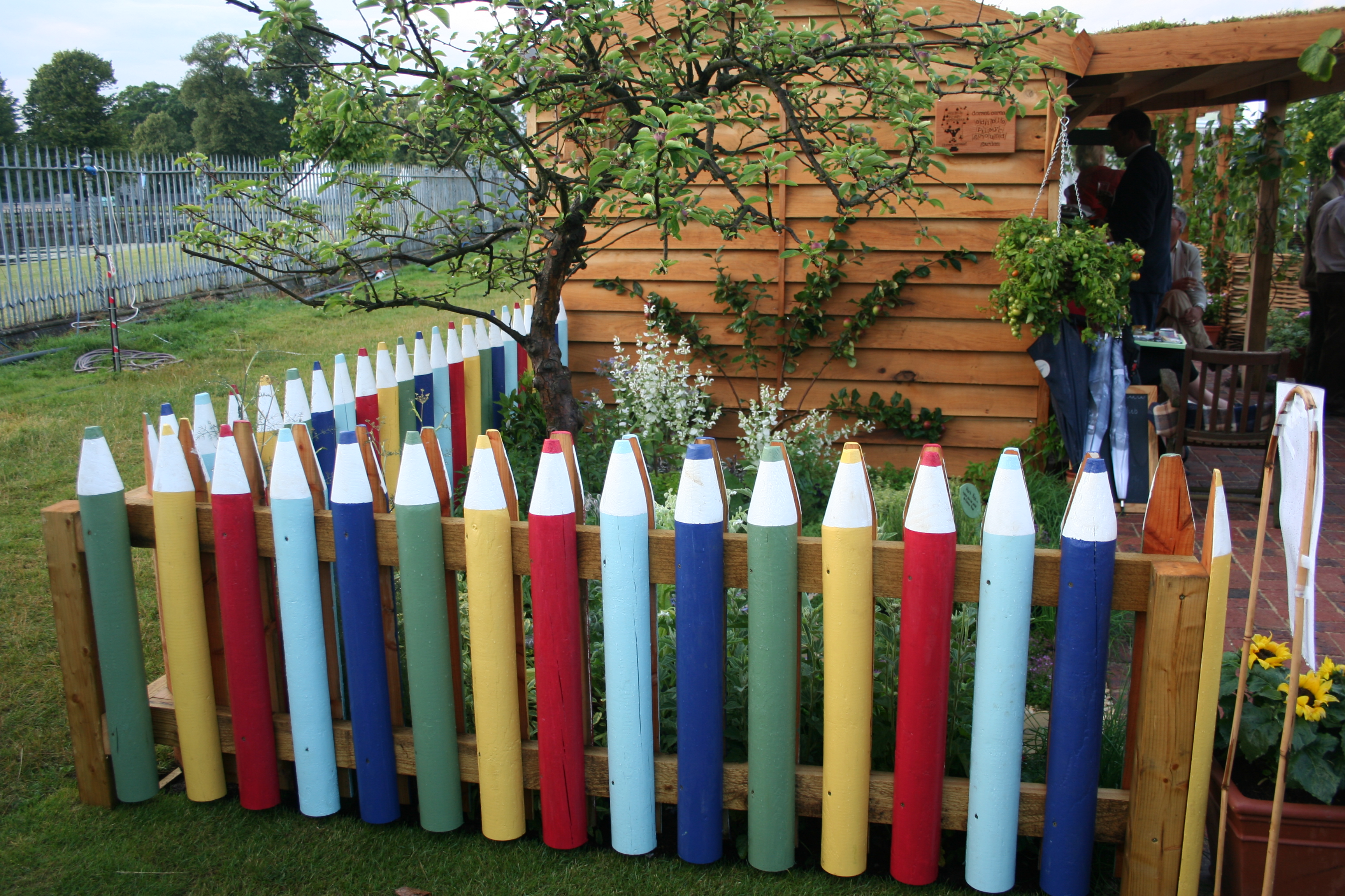 pencil fence | Kidsinthegarden